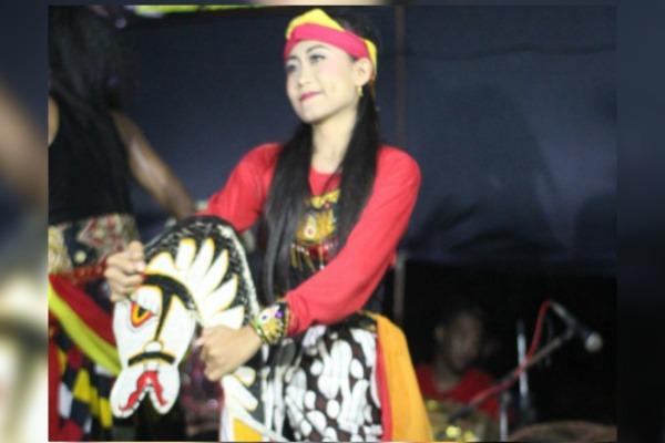 Alfi (16), penari jaranan pada paguyuban barongan Singo Madhu Joyo, Desa Wotbakah Kecamatan Japah Kabupaten Blora