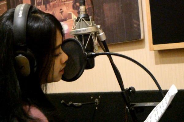 Vokalis Jazzuke Band, Othie Dareshya Putri