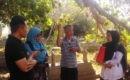 Cucu Panglima Mahmud, Sugeng Riyadi (tengah berjenggot) menerangkan sejarah Potjut Meurah Intan