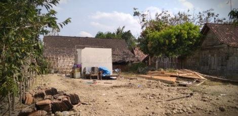 Kondisi rumah balita hidrosefalus, Siti Masiroh (6 bulan) di Dusun Wotrangkul RT 04 RW 01 Desa Klopoduwur Kecamatan Banjarejo, Kabupaten Blora