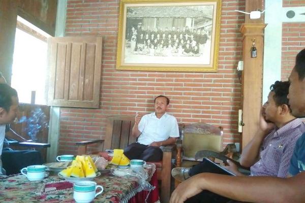 Tim Indonesiana berkunjung ke kediaman tokoh samin, Gunretno