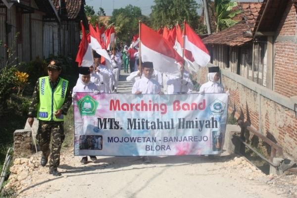 Pawai ta'aruf dalam rangka haul para sesepuh PP Sabilurrosyad Mojowetan Kecamatan Banjarejo Kabupaten Blora