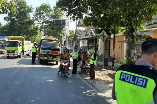 Petugas Satlantas Polres Blora dalam Operasi Patuh Candi 2019