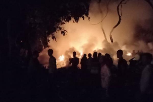 Kebakaran di gudang mebel milik anggota DPRD Blora, Iwan Krismiyanto di Dusun Putuk RT 03 RW 02 Desa Bekutuk Kecamatan Randublatung Kabupaten Blora