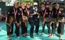 Pelatih Tapak Suci Blora, Sumarno (bertopi) bersama para pesilat dalam Porkab Blora 2019