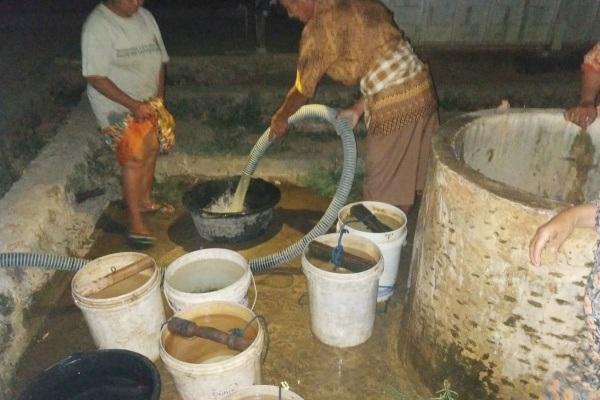 Droping air bersih di Dusun Kedunglo Desa Kedungrejo Kecamatan Tunjungan, Kabupaten Blora