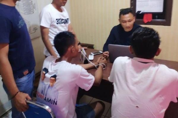 Pemeriksaan terhadap Agus dan Darin di Mapolres Lahat Polda Sumatera Selatan (foto: Detik)