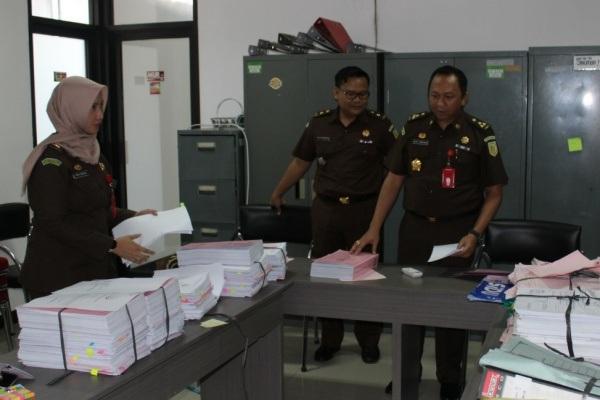 Pemeriksaan berkas perkara di ruang Pidsus Kejaksaan Tinggi Jawa Tengah