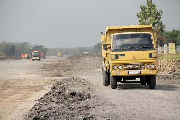 Pengerjaan runway di lokasi Bandara Ngloram Cepu (sumber: Radar Kudus)