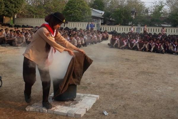 Pramuka SMK Negeri 1 Blora belajar teknik memadamkan api