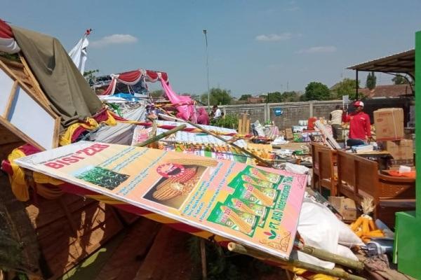 Kondisi stand di Agiculture Festifal 2019 pasca terjangan angin kencang