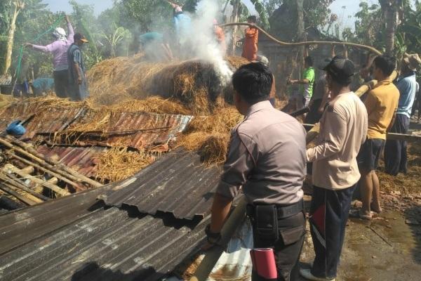 Kebakaran di kandang sapi milik Suwarlan (52) di Dusun Ngronggah RT 03 RW 04 Desa Sempu Kecamatan Kunduran Kabupaten Blora