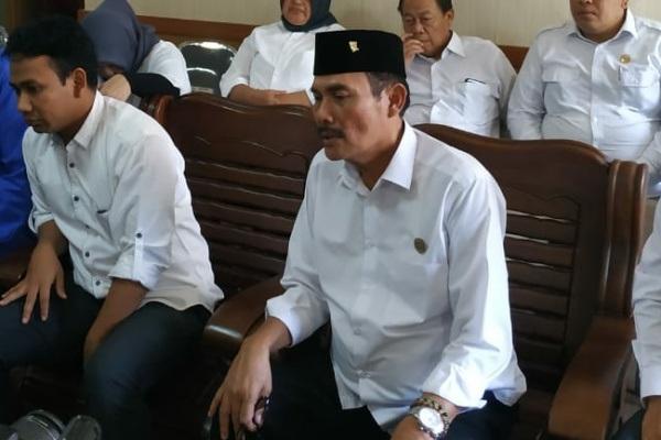 Ketua DPRD Blora, Dasum (berpeci)