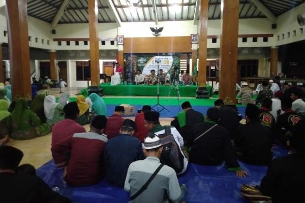 Pembacaan 1 milyar sholawat nariyah dalam rangka Hari Santri Nasional 2019 di Pendopo Kecamatan Cepu