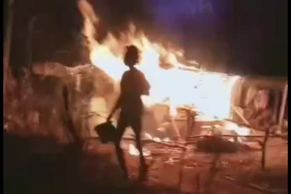 Kebakaran yang menimpa rumah Marsam (74) di Desa Ngraho Kecamatan Kedungtuban Kabupaten Blora disebabkan oleh puntung rokok yang dibuang sembarangan