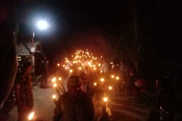 Pawai Obor dalam rangka menyemarakkan Hari Santri Nasional 2019 di Dusun Sudung, Desa Wado Kecamatan Kedungtuban, Kabupaten Blora