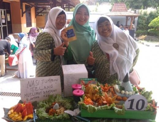 Tumpeng Kembang Telang dalam lomba tumpeng Hari Santri Nasional  2019 di Pendopo Kecamatan Cepu Kabupaten Blora