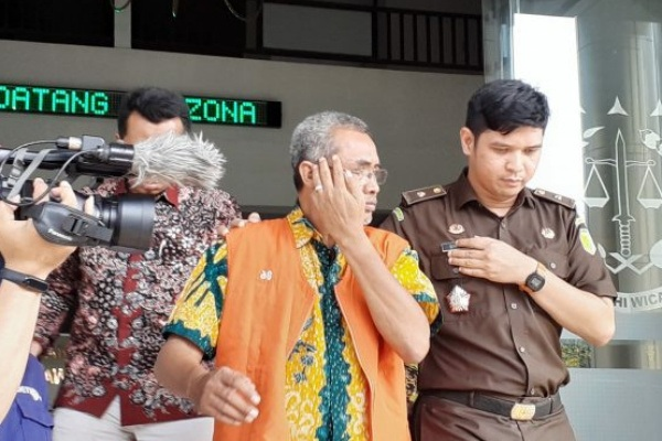 Tersangka korupsi Upsus Siwab Dinakikan Blora 2017, Karsimin, ditahan Kejaksaan Tinggi Jawa Tengah