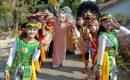 Siswa SMK Pelita Japah menggelar Pawai Barongan dalam rangka memperingati Hari Sumpah Pemuda 2019