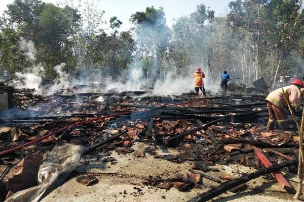 Rumah warga ludes dilalap api dalam kebakaran di Dusun Pulo RT 11 RW 04 Desa Mojowetan Kecamatan Banjarejo Kabupaten Blora