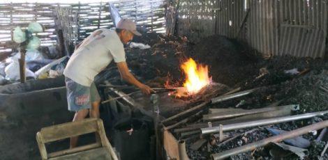 Perajin alat pertanian tradisional di Desa Bandungrojo Kecamatan Ngawen Kabupaten Blora