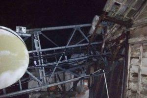 TOWER TUMBANG, PULUHAN RUMAH ROBOH DAN HUJAN ES DI BLORA SELATAN
