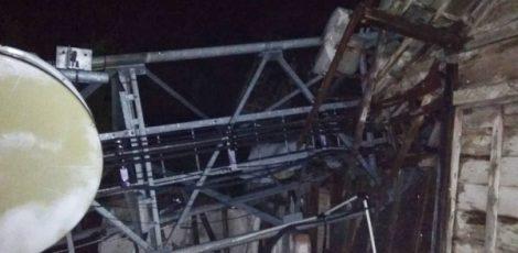Tower komunikasi tumbang di Desa wado RT 01 RW 01 Kecamatan Kedungtuban Kabupaten Blora