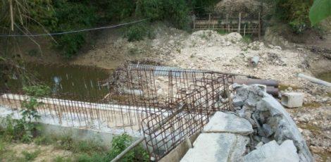 Pembangunan Jembatan Canggah di Dusun Canggah Desa Talokwohmojo Kecamatan Ngawen Kabupaten Blora mangkrak selama 2 tahun