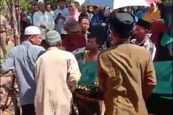 Prosesi pengantaran jenazah Mbah Paidah (75) di Dusun/Desa Cokrowati Kecamatan Todanan Kabupaten Blora