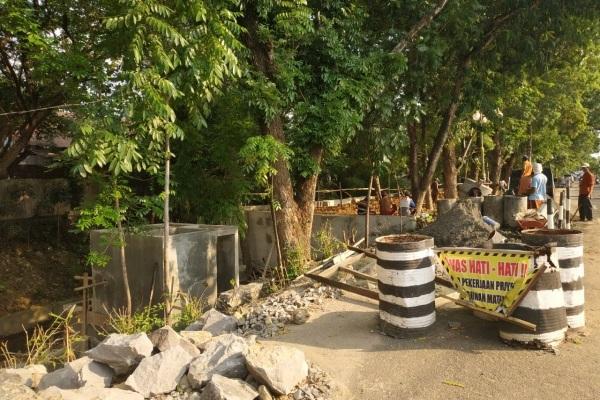 Kegiatan penanganan Longsoran Tanggul Anak Sungai Lusi Grojogan di Blora Kota