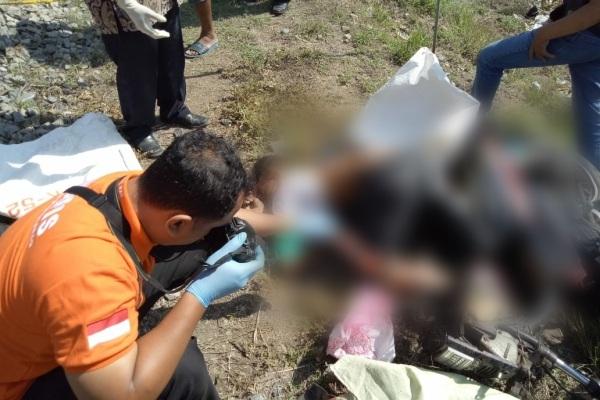 Jenazah Muhammad Muarif (15) di lokasi kecelakaan, jalur kereta tanpa palang pintu Solo-Sragen, Desa Pulosari Kecamatan Kebakramat Kabupaten Karanganyar