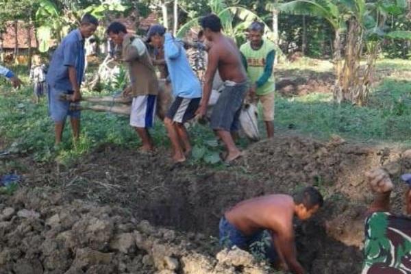 Sapi milik warga Desa Pengkoljagong Kecamatan Jati Kabupaten Blora mati setelah mengalami batuk
