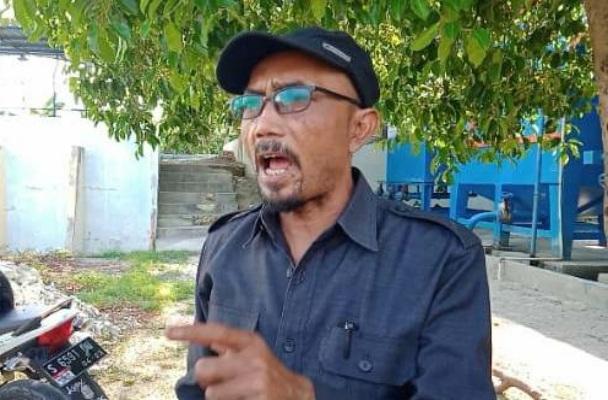 Ketua Komisi C DPRD Blora, Subroto dalam sidak di Bengawan Solo, Cepu