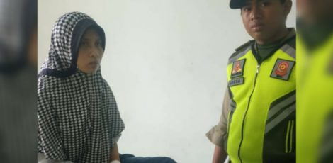 Perempuan tanpa identitas dibawa ke RSU Cepu dengan kondisi pergelangan tangan tersayat benda tajam
