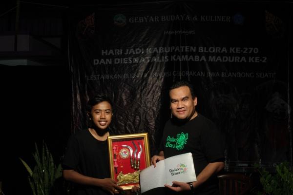 Ketua Umum Kamaba Madura, Irawan (kiri) bersama Wakil Bupati Blora Arief Rohman