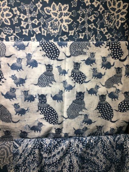 batik dengan pewarna alam di Galeri Batik Jawa (Dokumentasi pribadi, 8 Oktober 2019)