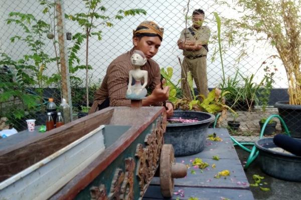 Prosesi penjamasan pusaka di Pendopo Rumah Dinas Bupati Blora