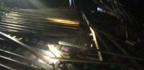 Rumah milik Suwarno (55), warga Dusun Kaliaren Desa Gempol Kecamatan Jati Kabupaten Blora luluh lantak diterjang angin kencang