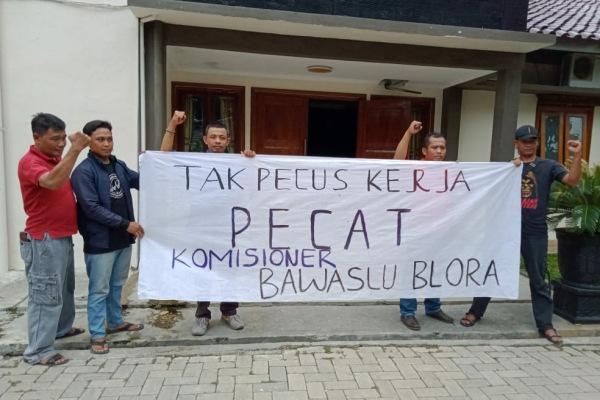 Aksi Solidaritas untuk Pilkada Berkualitas diKantor DPRD Blora