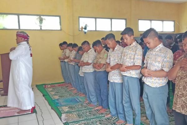 Shalat Kusuf di SMK Muhammadiyah 2 Blora