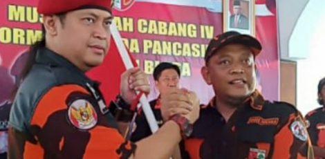 Ketua MPW Pemuda Pancasila Jawa Tengah Bambang Eko Purnomo bersama Ketua MPC Pemuda Pancasila Kabupaten Blora, Munaji