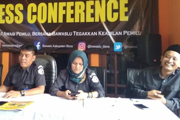 Konferensi Pers Bawaslu Blora