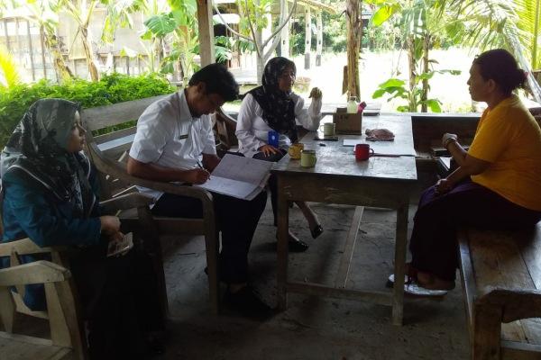 Kunjungan Kabid Pariwisata Dinporabudpar Blora, Wahyu Tri Mulyani di Taman Baca dan Budaya Cethik Geni