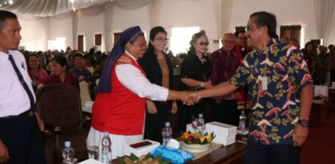 Bupati Blora Djoko Nugroho (batik) dalam Perayaan Natal di Graha Larasati