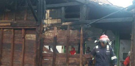 Kebakaran di rumah milik Judiono (50) di Desa Talokwohmojo Kecamatan Ngawen Kabupaten Blora
