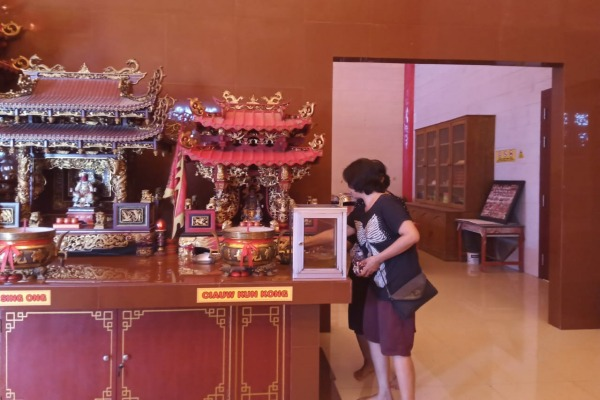 Altar Dewa Ciauw Kun Kong atau Dewa Dapur di Klenteng Hok Tik Bio Blora