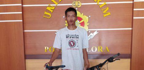 Pelaku pencurian sepeda, Abdul Hamid (33) saat diamankan di Mapolsek Blora Kota Polres Blora