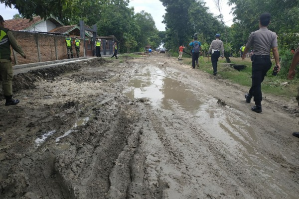 Akses jalan menuju Bandara Ngloram Cepu, Kabupaten Blora