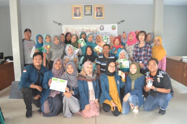 Pelatihan pembuatan coklat berbahan dasar daun kelor oleh mahasiswa KKN Undip di Desa Temurejo Kecamatan Blora Kota Kabupaten Blora