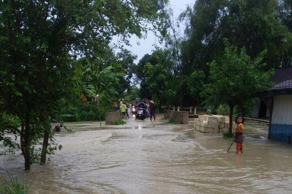 Genangan air akibat hujan deras di Dusun Roworejo Desa Plosorejo Kecamatan Kunduran Kabupaten Blora